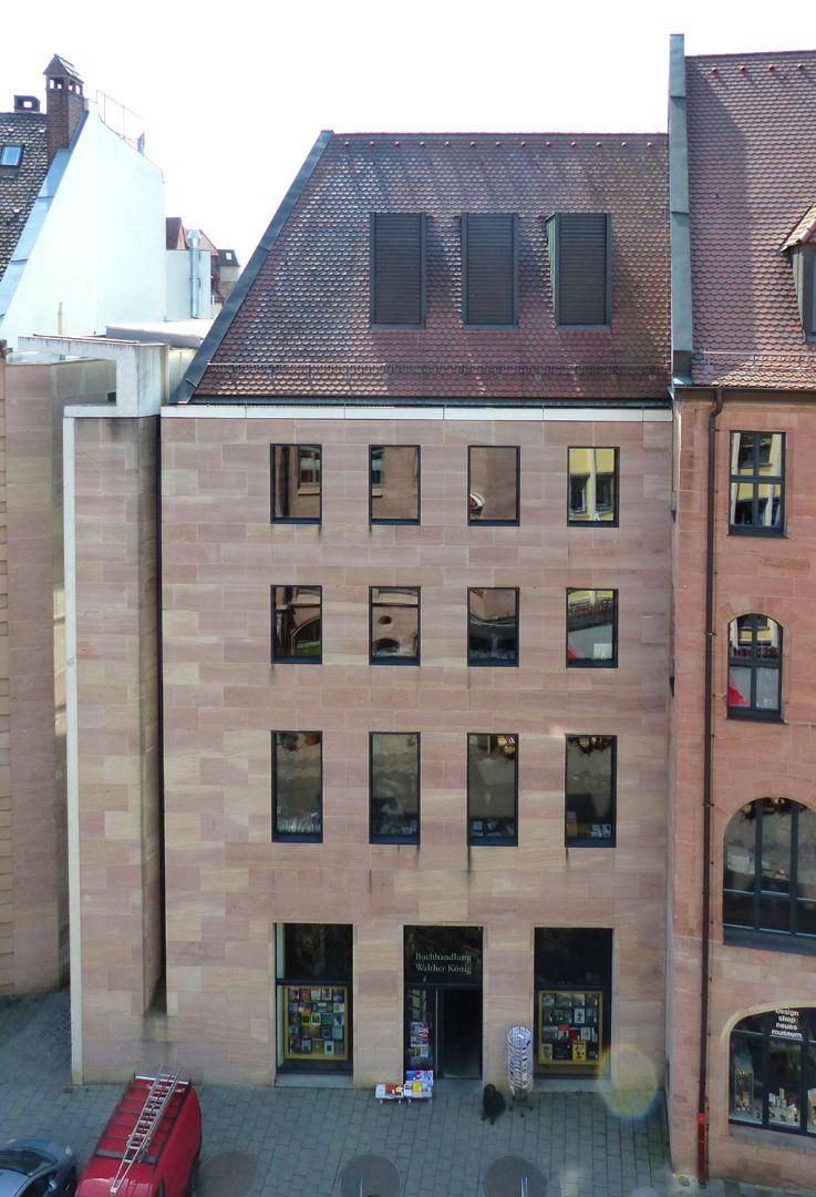 Neues Museum Luitpoldstraße mit der Fassade an der Schmalseite des Museums, frontal von oben