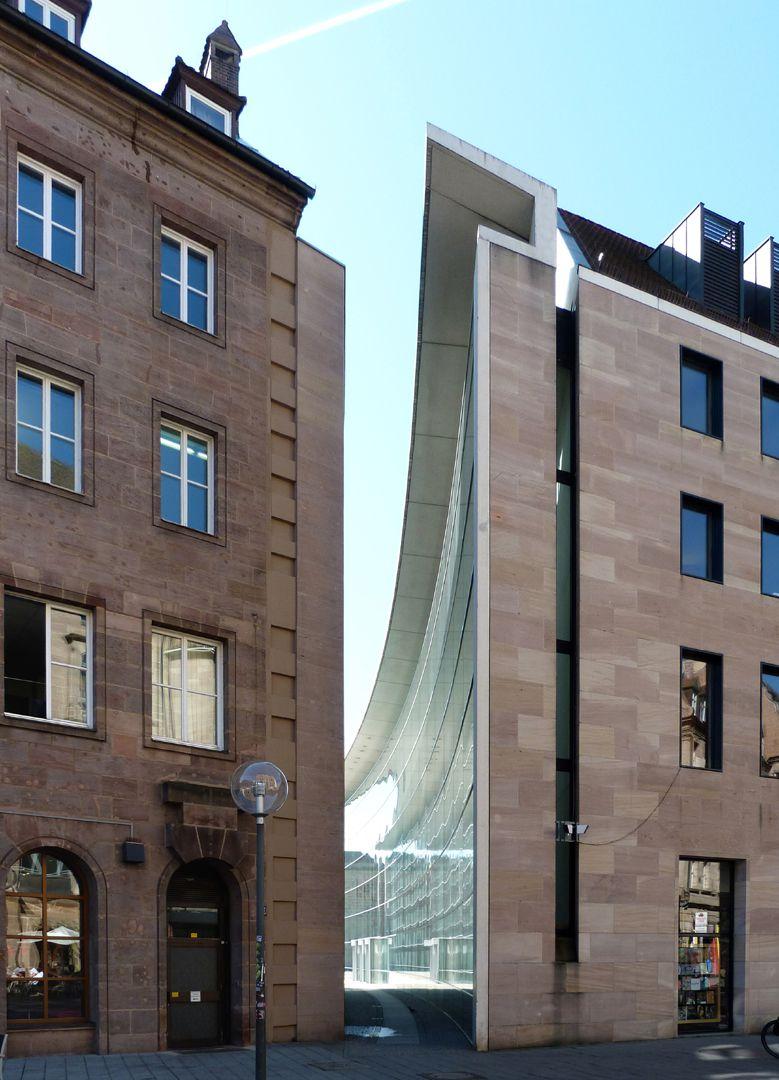 Neues Museum Durchgang zwischen Museum und Designforum