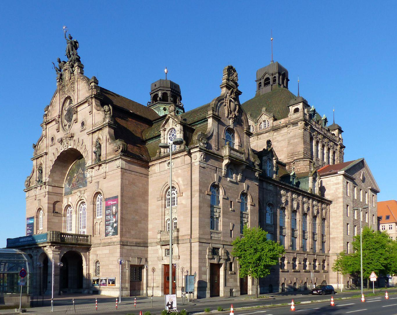 Opernhaus Straßenansicht von Nordost