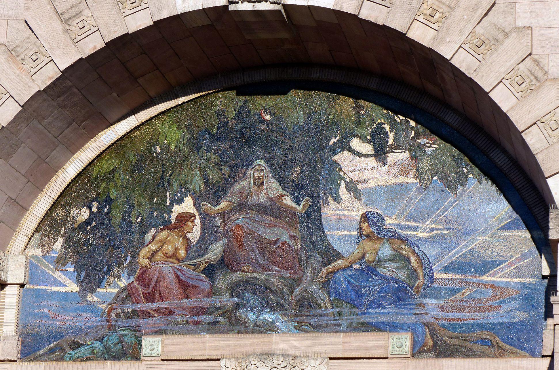 Opernhaus Mosaik mit den drei Nornen (Schicksalsfrauen aus der nordischen Mythologie), nach Karton von Hermann Schwabe d.J.