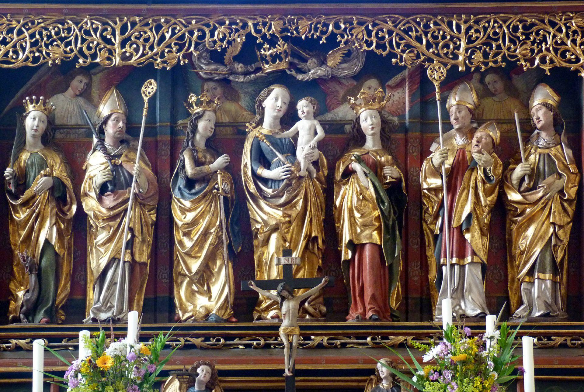 Osternoher Altar Schrein, von l. nach r.: Hll. Margareta, Erasmus, Katharina, Maria mit dem Kind, Barbara, Dionysius und Blasius