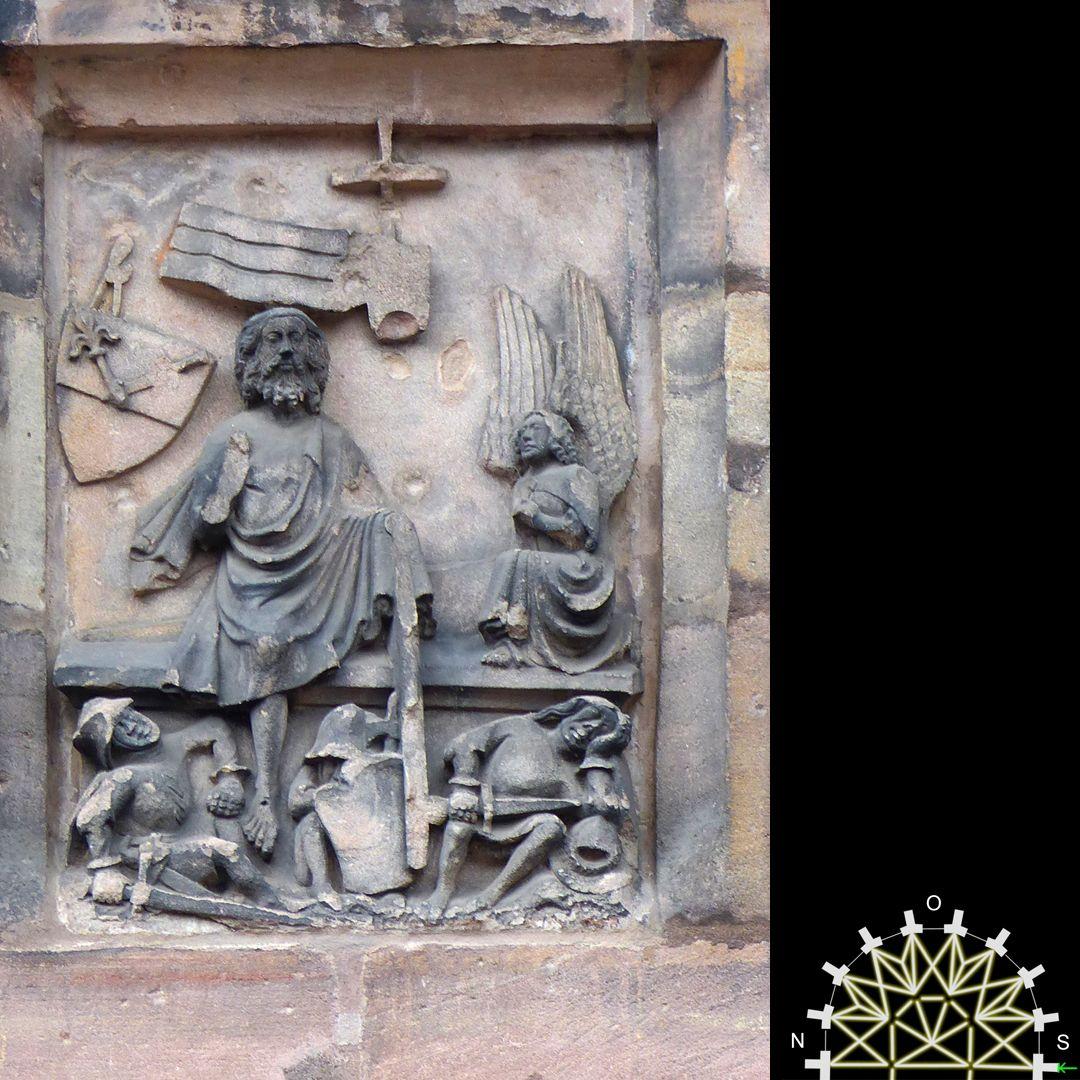 Passionsreliefs Auferstehung, Jesus steigt aus dem Grab, vorne die schlafenden Wächter – Wappen der Herdegen