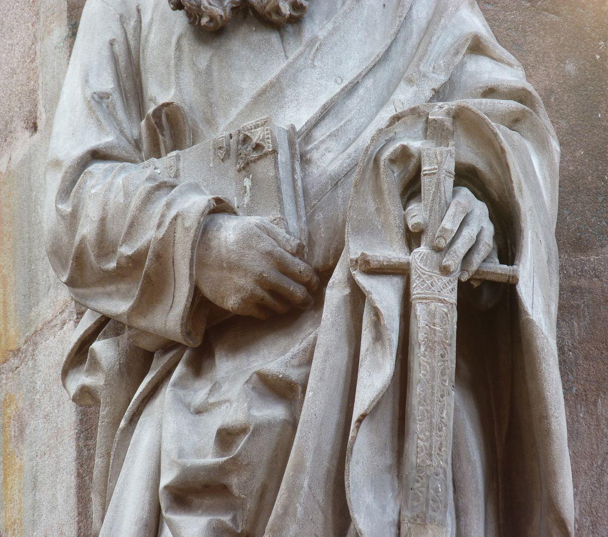 Paulus Detailansicht mit Händen, Buch und Schwert