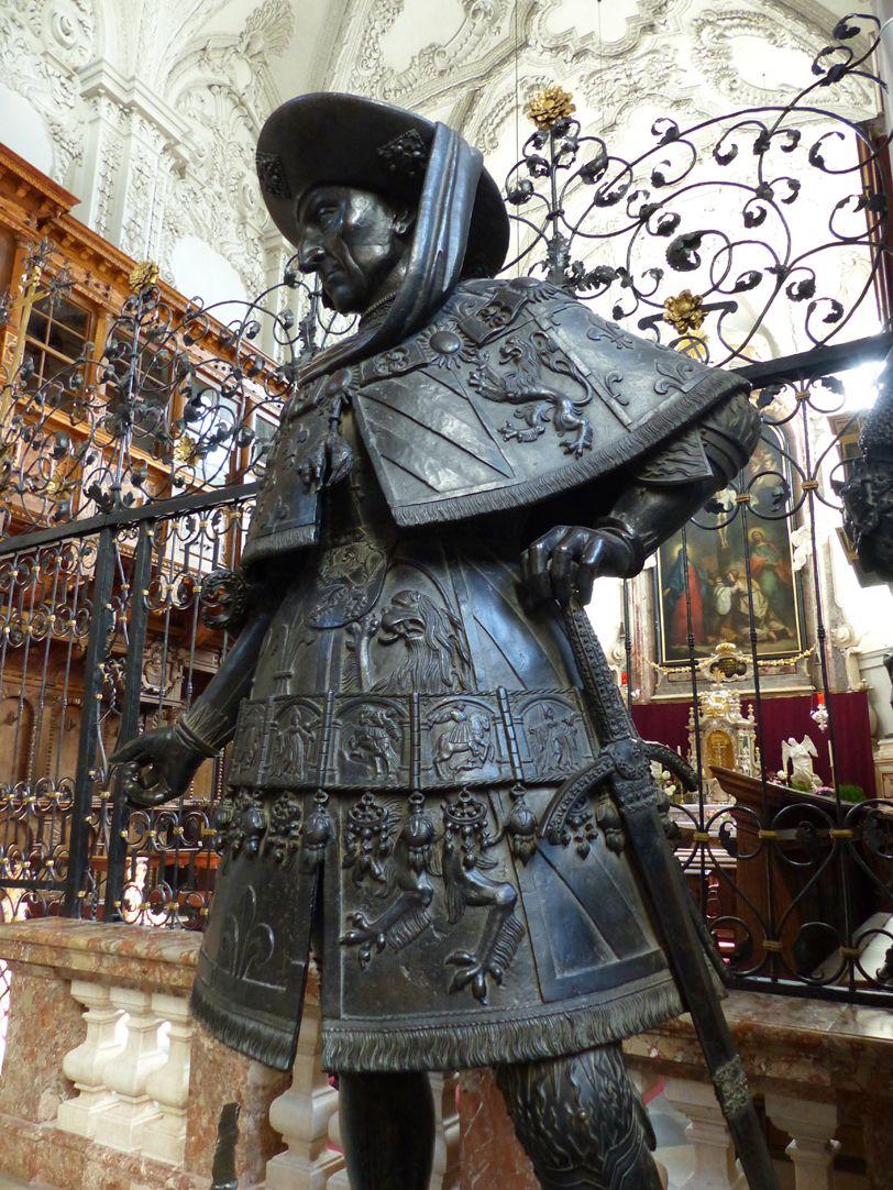 Philipp der Gute von Burgund (Innsbruck) Schrägansicht