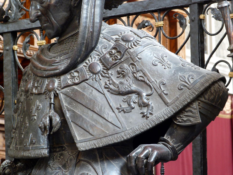 Philipp der Gute von Burgund (Innsbruck) Stola mit dem Brabanter Löwen und den französischen Lilien, vorne das Goldene Vlies