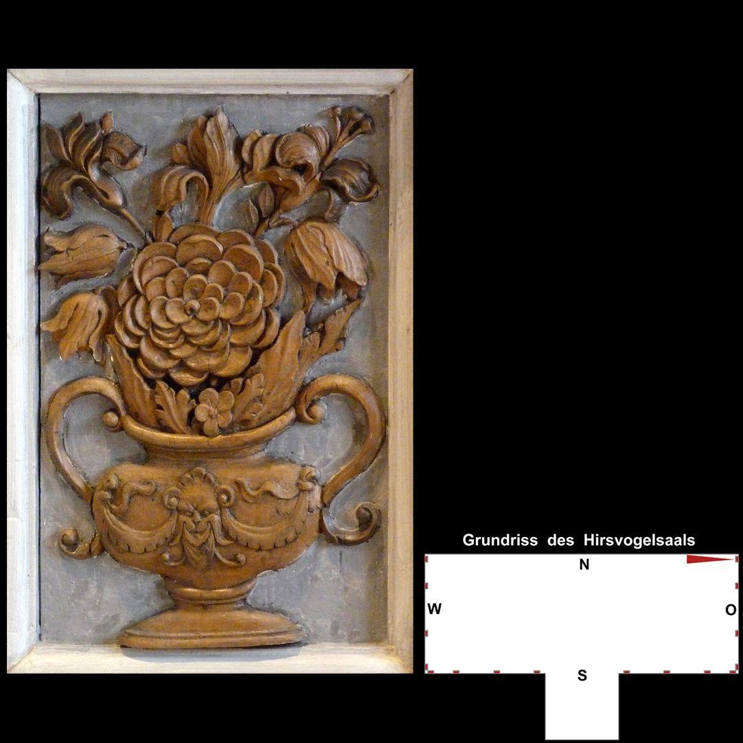 Pilasterabfolge im Hirsvogelsaal Postament, Blumenvase