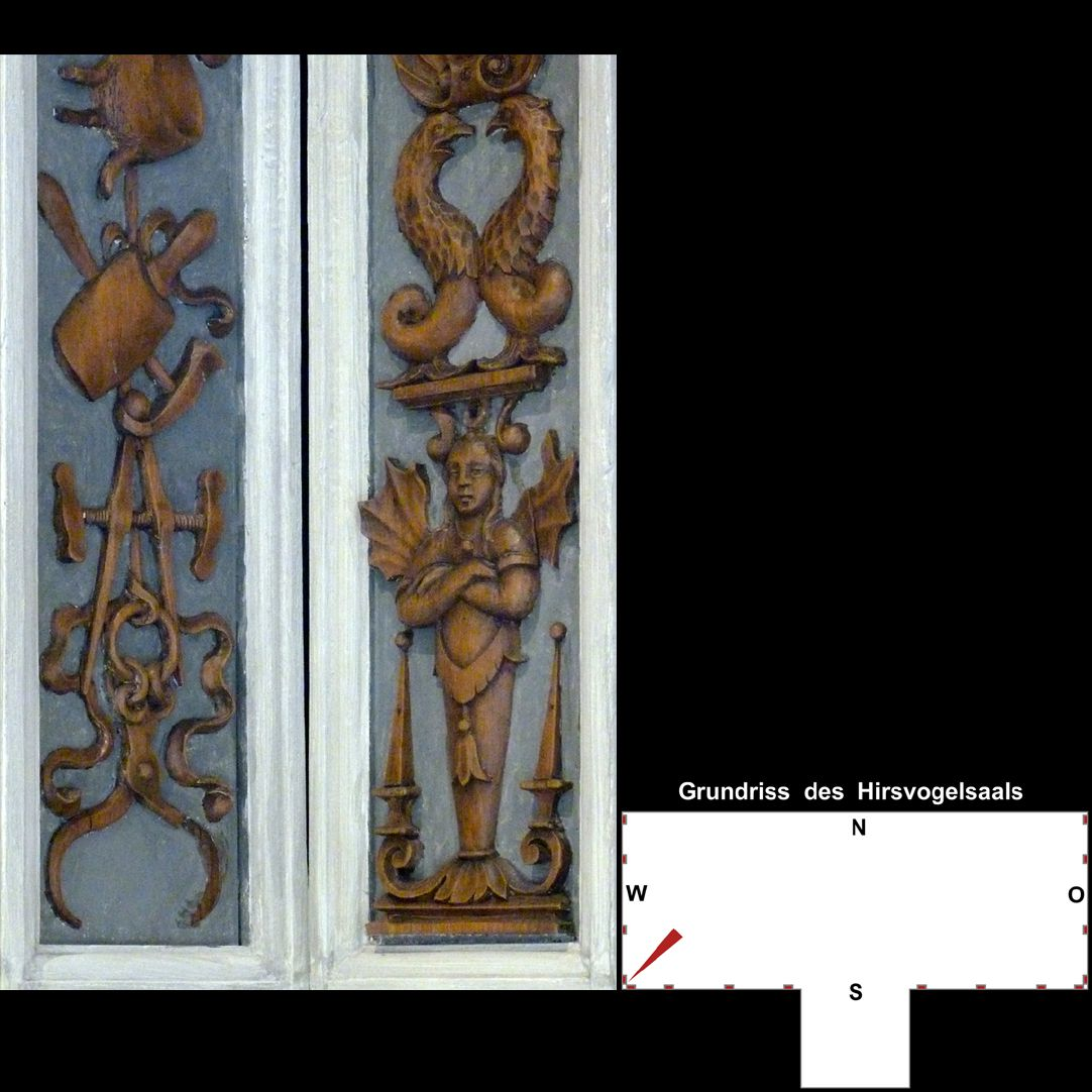 Pilasterabfolge im Hirsvogelsaal südwestliche Pilasterecke, unterer Teil: links Werkzeug, rechts Grotesken