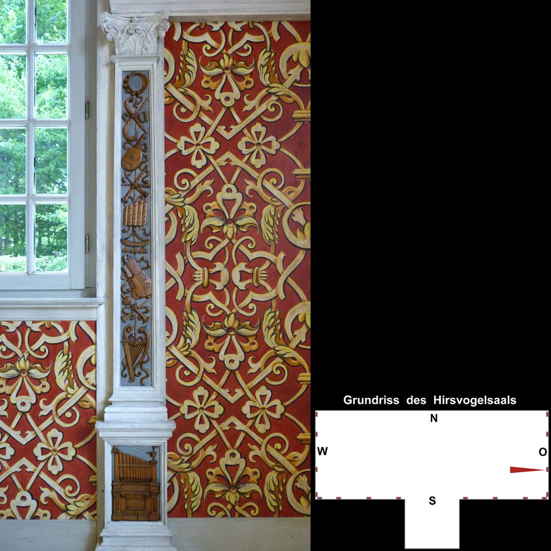 Pilasterabfolge im Hirsvogelsaal östlicher Pilaster mit Darstellungen von Musikinstrumenten