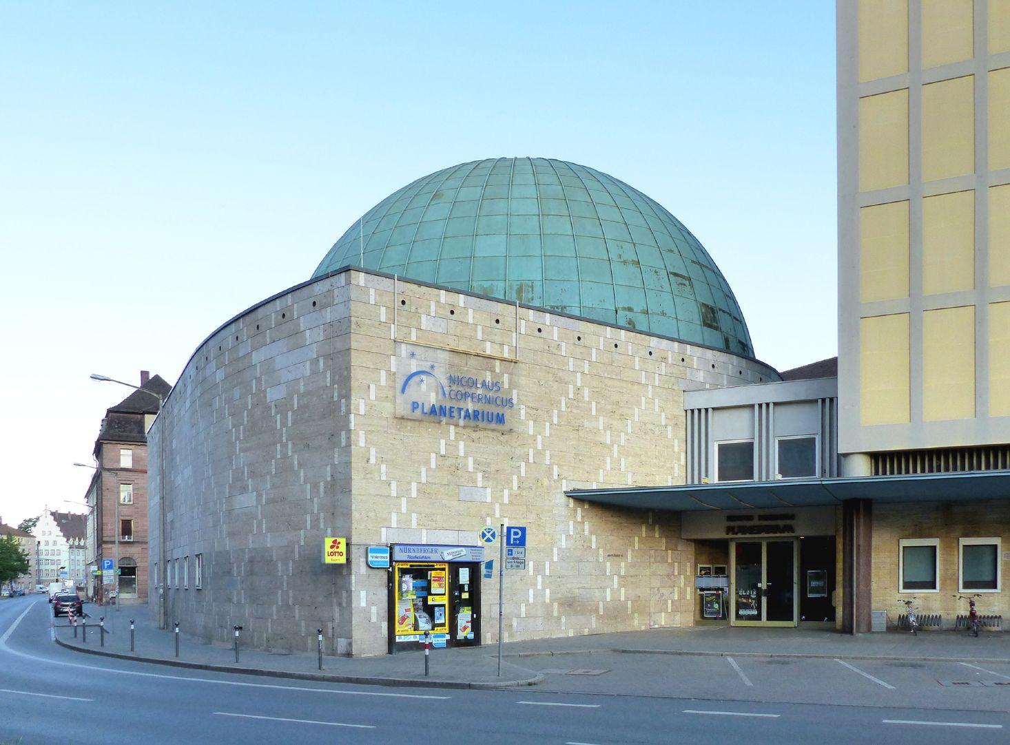 Nicolaus-Copernicus-Planetarium Ecksituation mit Eingang