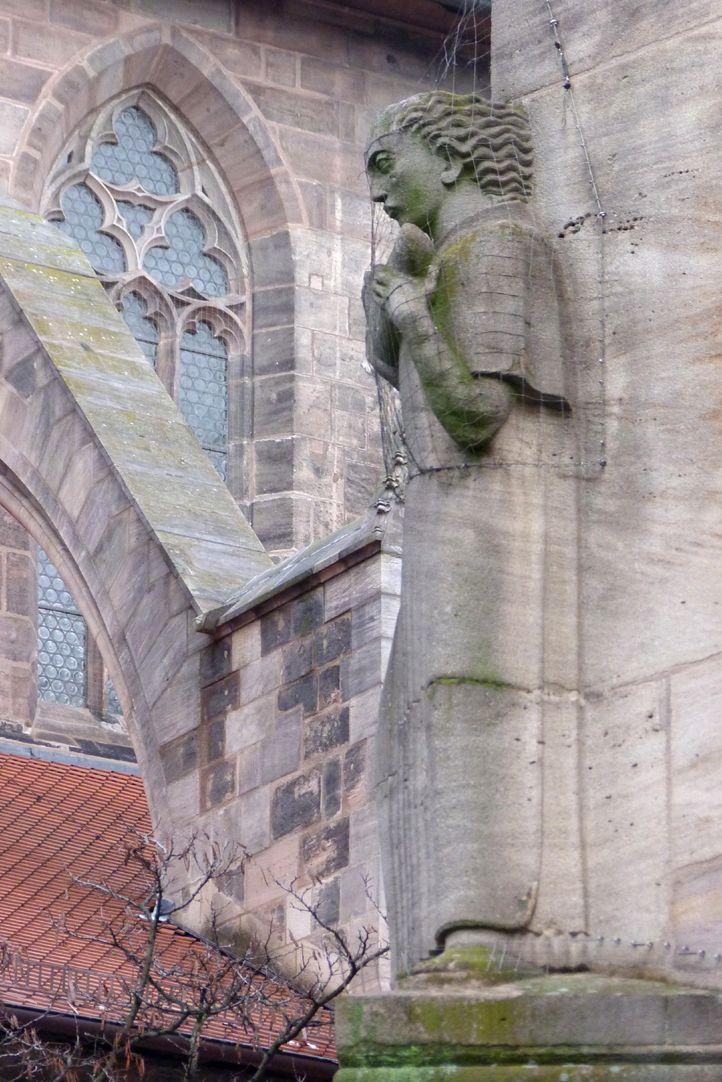 Gestalt mit Füllhorn Füllhornträger, seitliche Ansicht