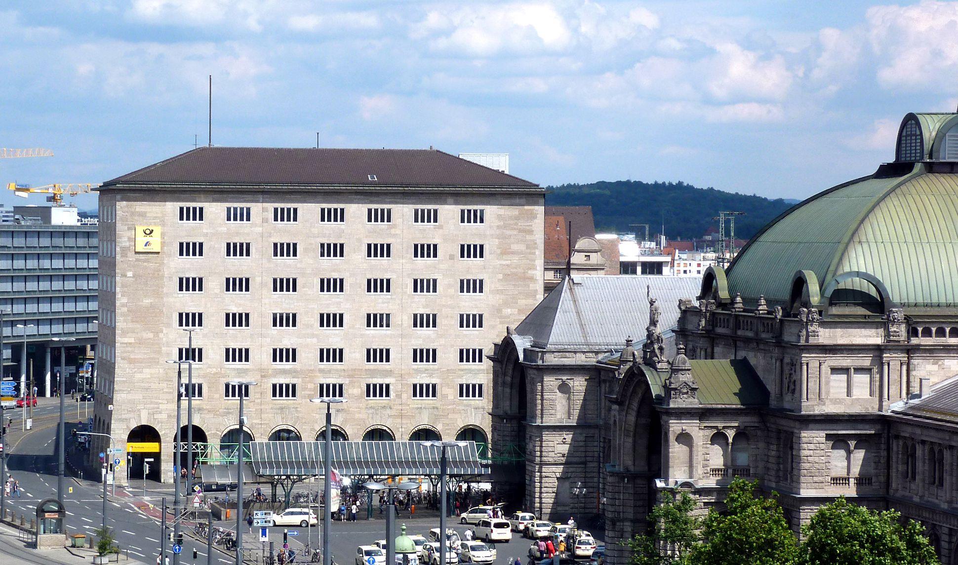 Hauptpost Blick von Westen mit dem Hauptbahnhof