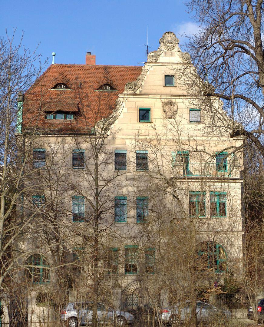 Wohnhaus, Hallerwiese Südseite (Giebel in Nachahmung des Weizenbräuhauses)