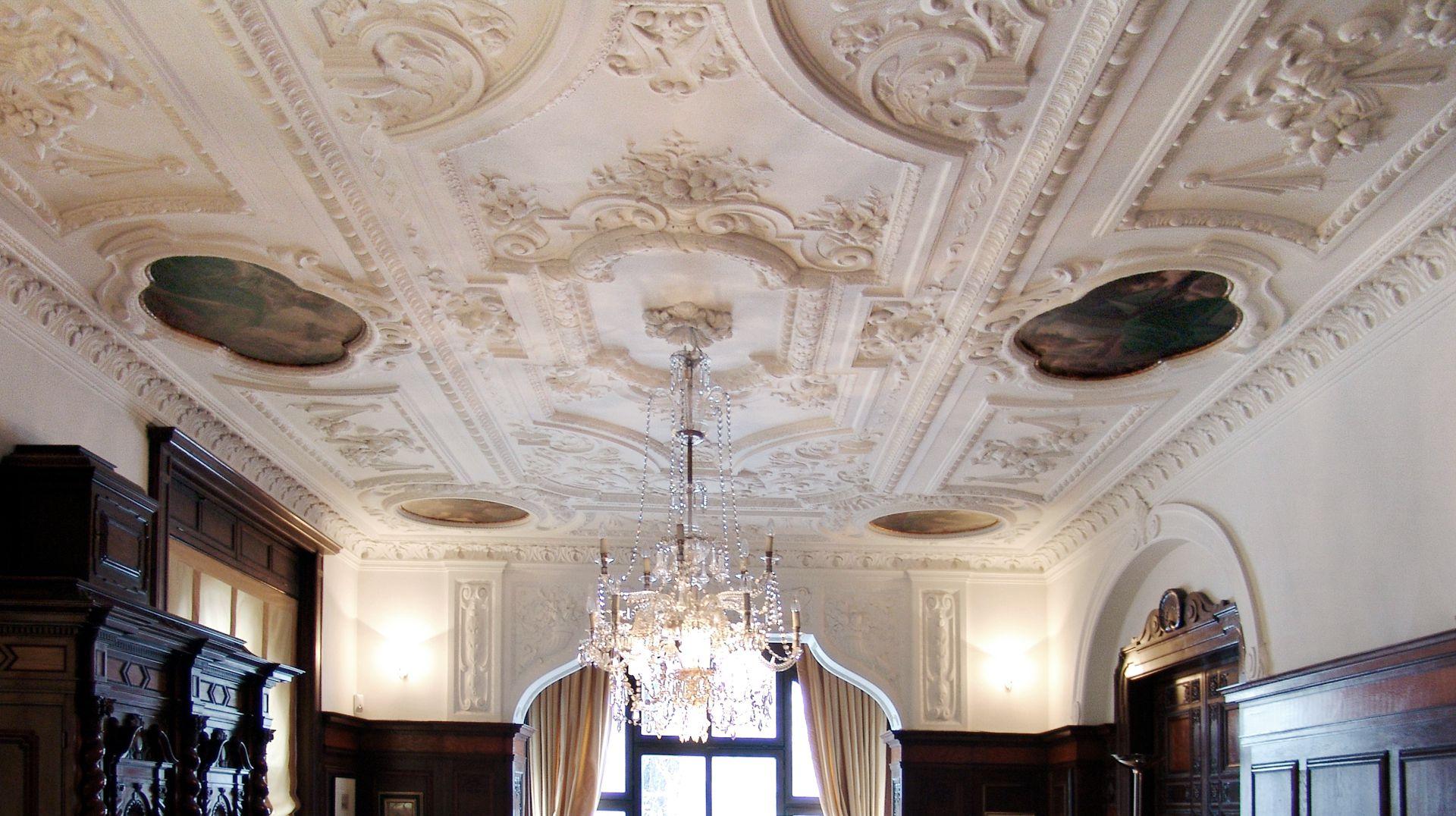 Wohnhaus, Hallerwiese Decke im Wohnzimmer