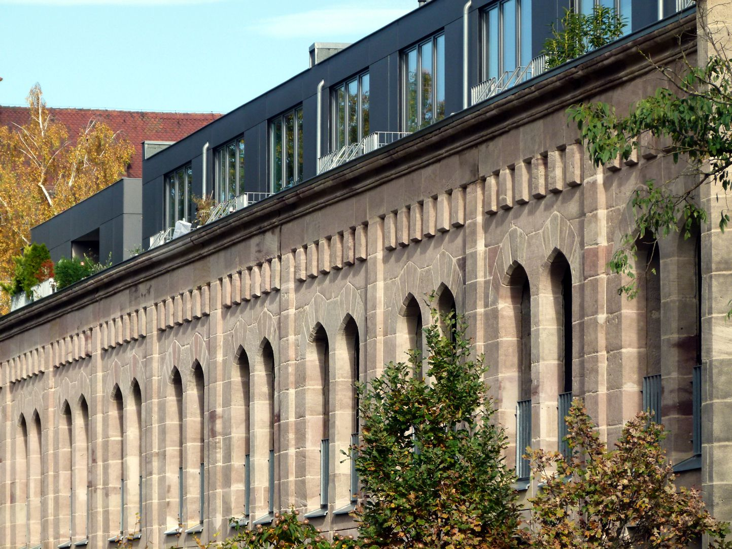 Reithalle des I. Bayerischen Chevauleger-Regiments Fensterreihe der Westseite