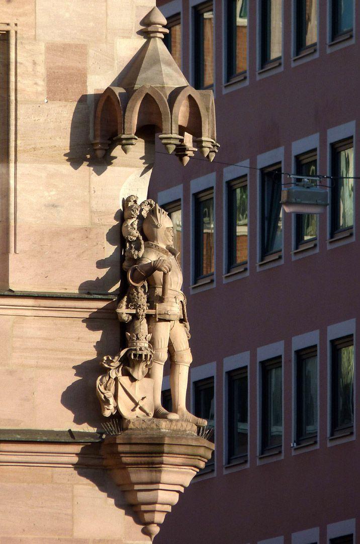Ritter Kreß von Kressenstein Gesamtansicht von Südwesten mit Konsole und Baldachin