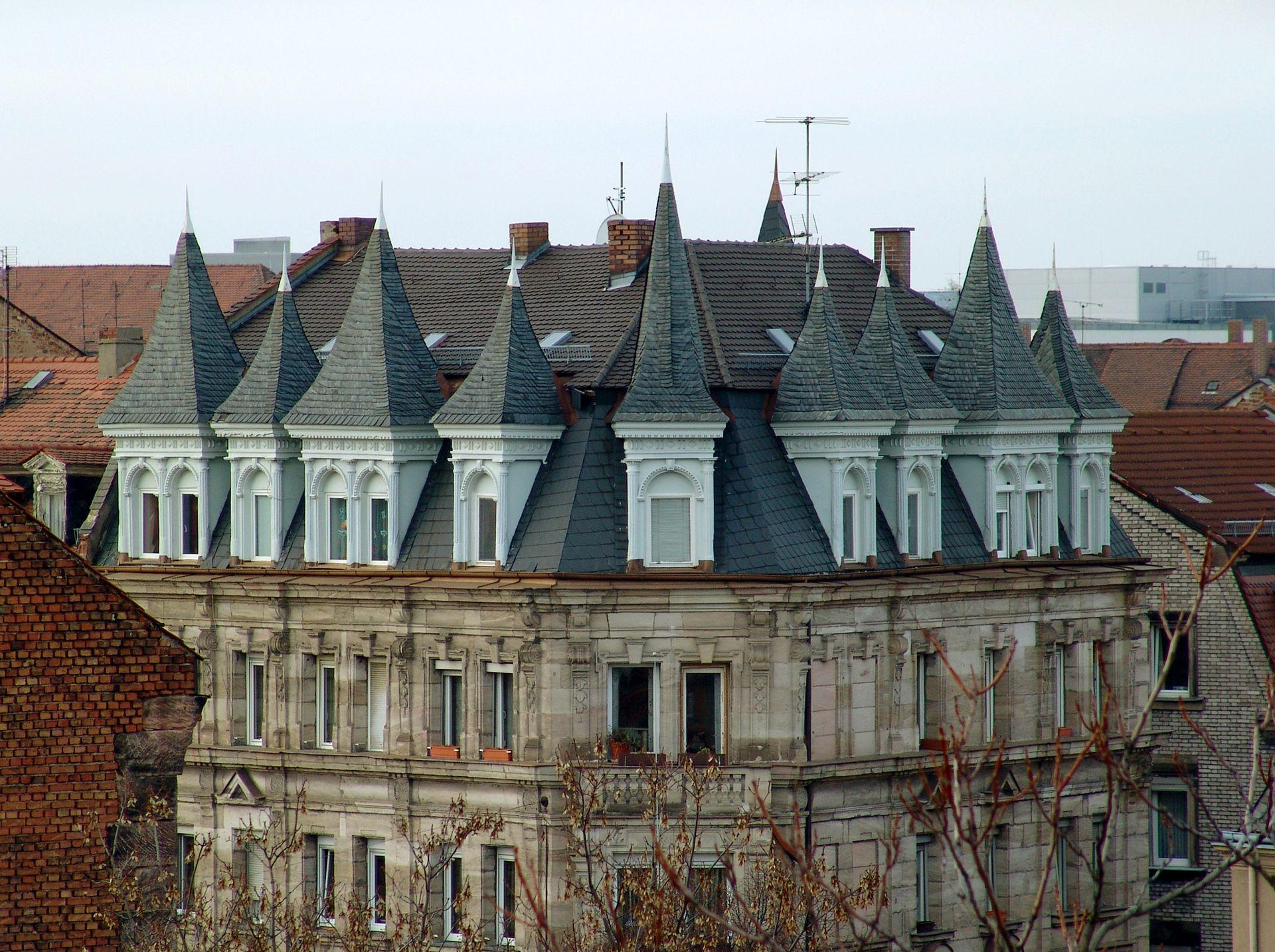 Dachwerk Dachwerk mit spitz endenden Gauben