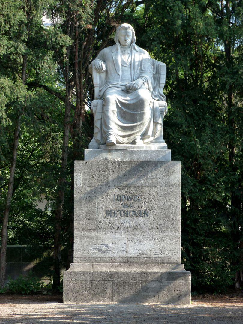 Beethovendenkmal Gesamtansicht