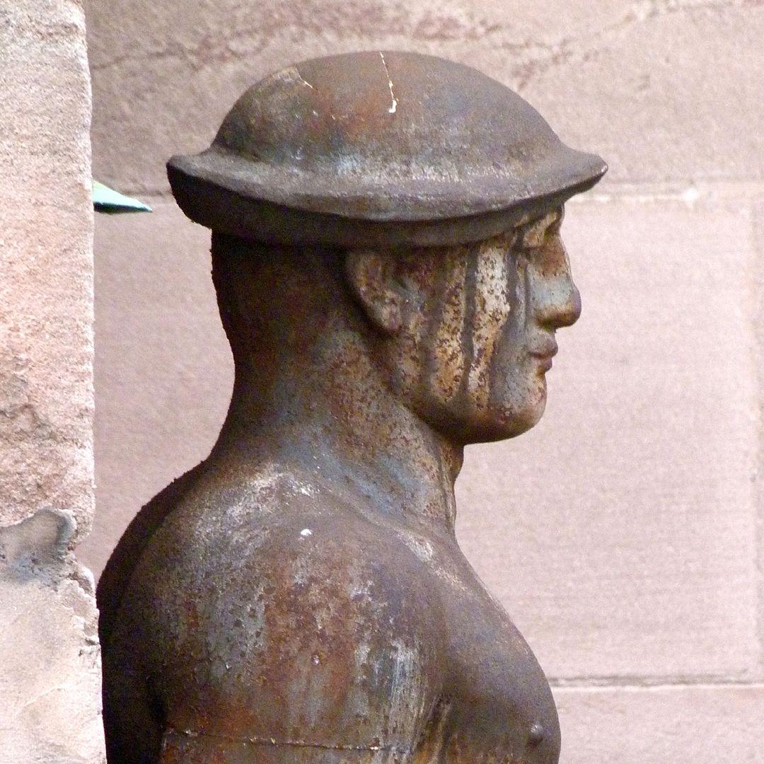 Arbeiter, am ehemaligen Arbeitsamt rechtes Profil, Kopf und Schulter