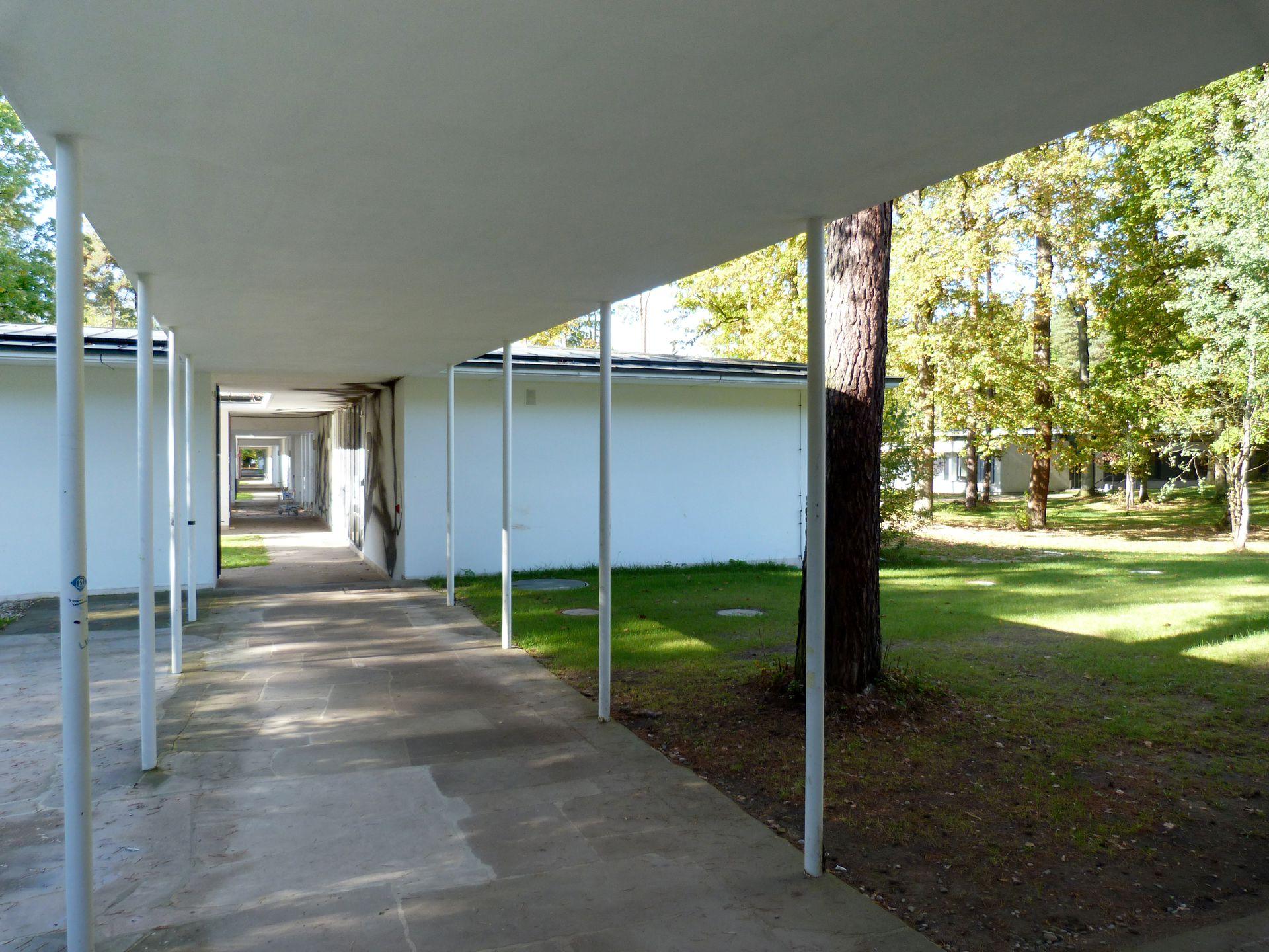 Akademie der Bildenden Künste Gang durch die Werkstattpavillons