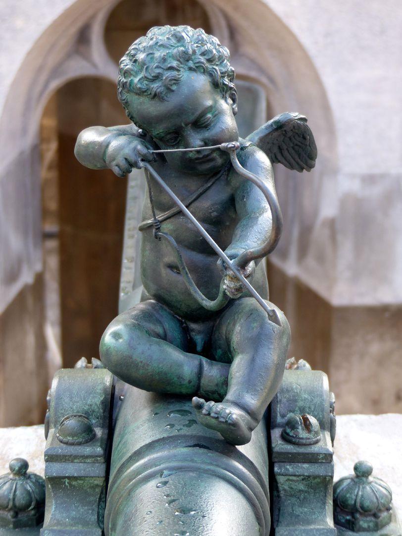 Schöner Brunnen Frontalansicht des restaurierten Amor (1587 ?)