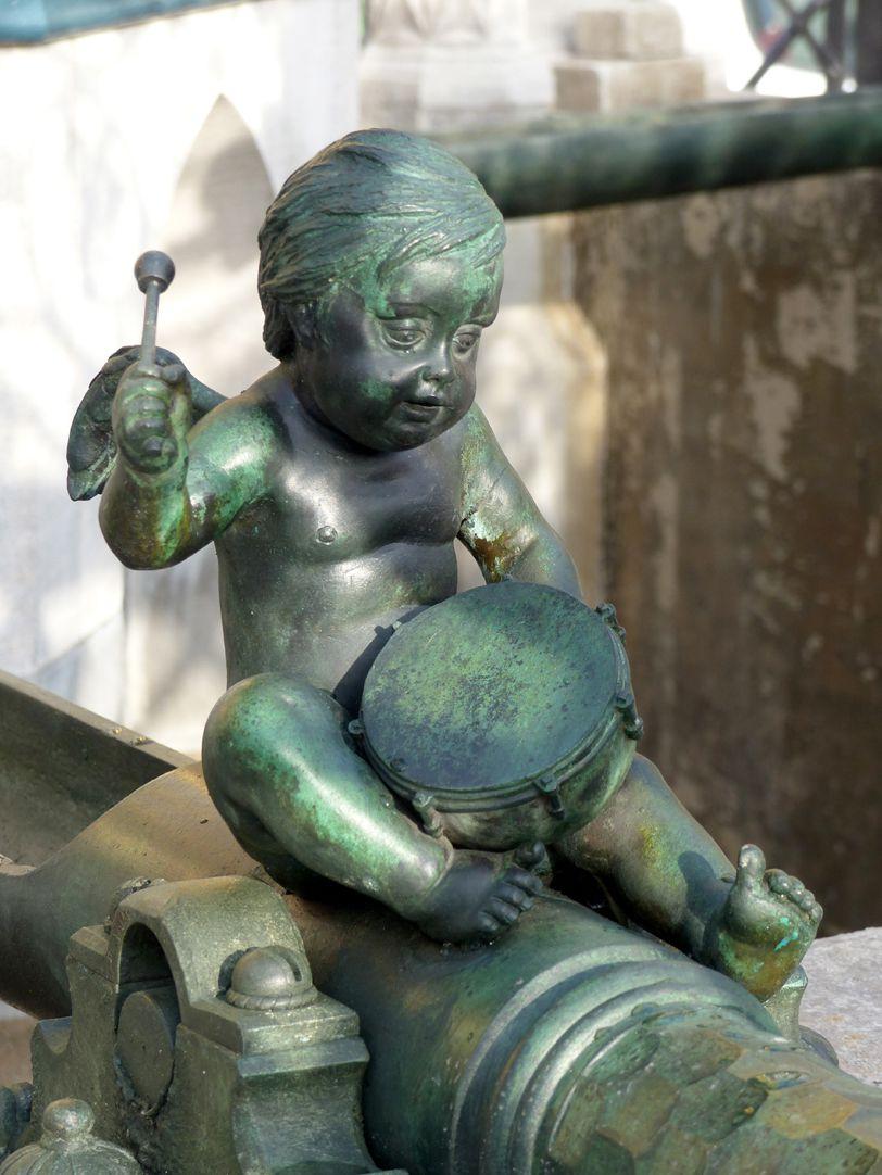 Schöner Brunnen Schrägansicht des restaurierten Paukenspielers (1587 ?)