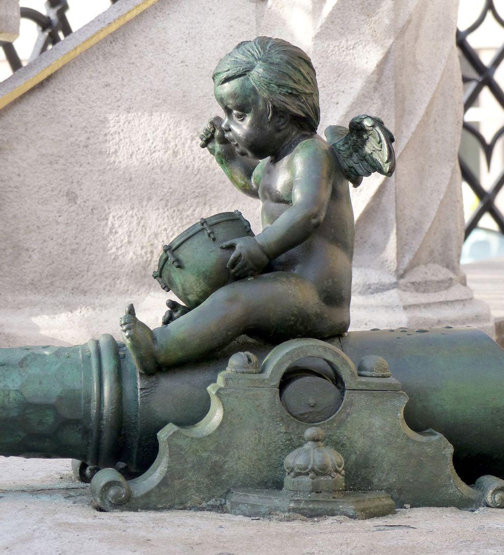 Schöner Brunnen Seitenansicht des restaurierten Paukenspielers (1587 ?)