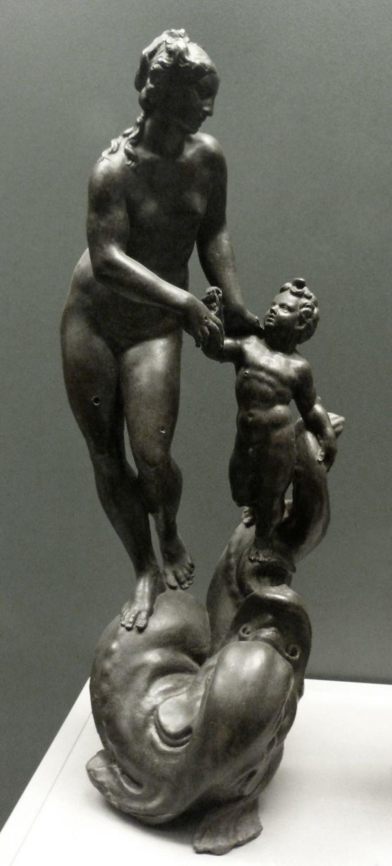 Venus und Putto, auf einem Meereswesen stehend Gesamtansicht