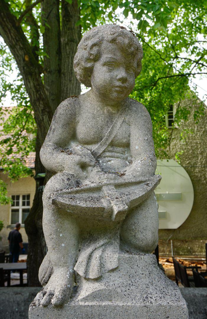 Schützenbrunnen Nackter Knabe mit Armbrust
