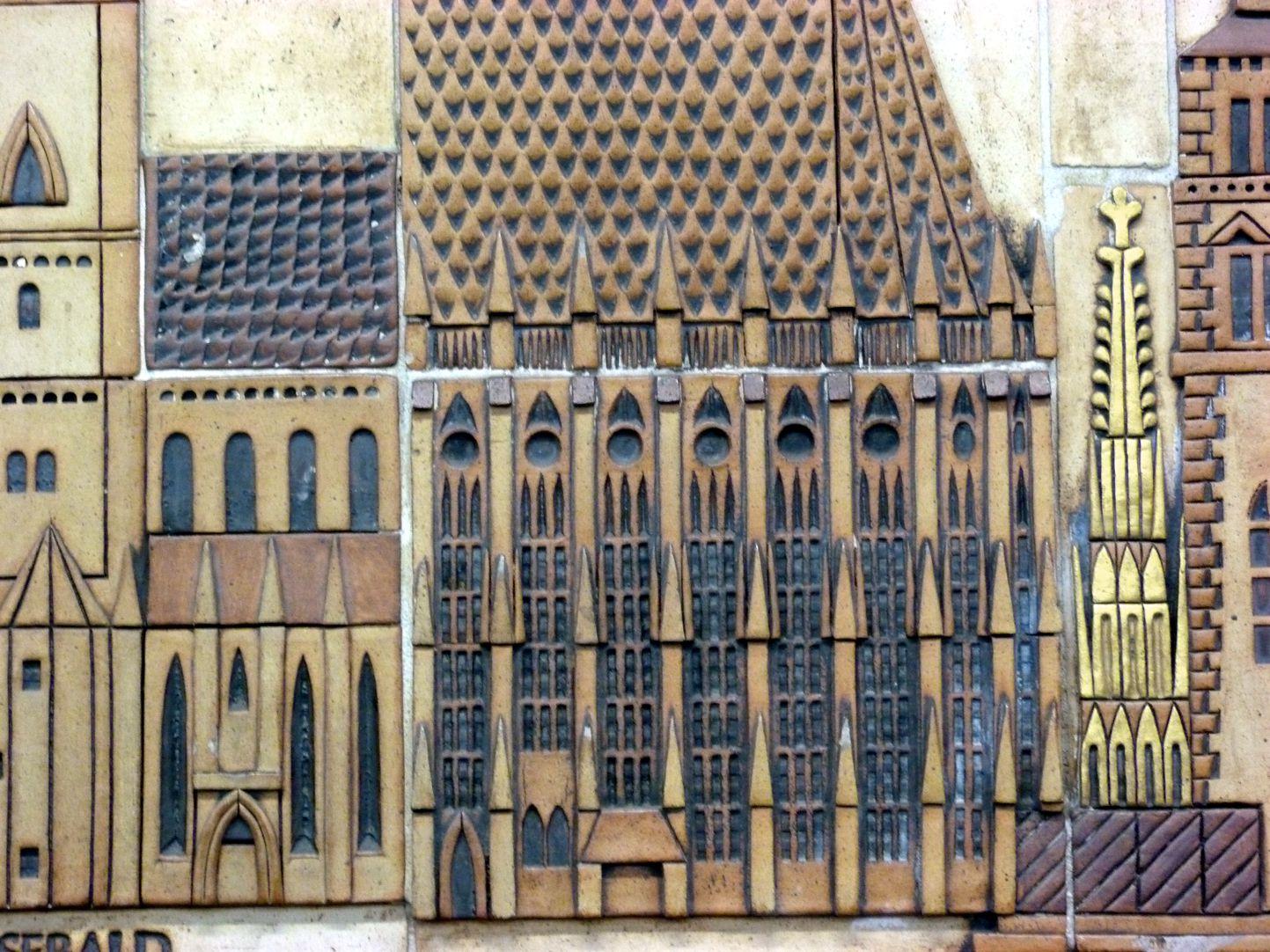 Keramikrelief der Nürnberger Altstadt Detail, Sebalder Chor