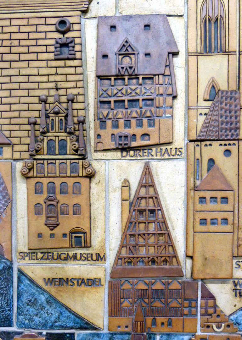 Keramikrelief der Nürnberger Altstadt Detail, Weinstadel, Spielzeugmuseum, Dürerhaus