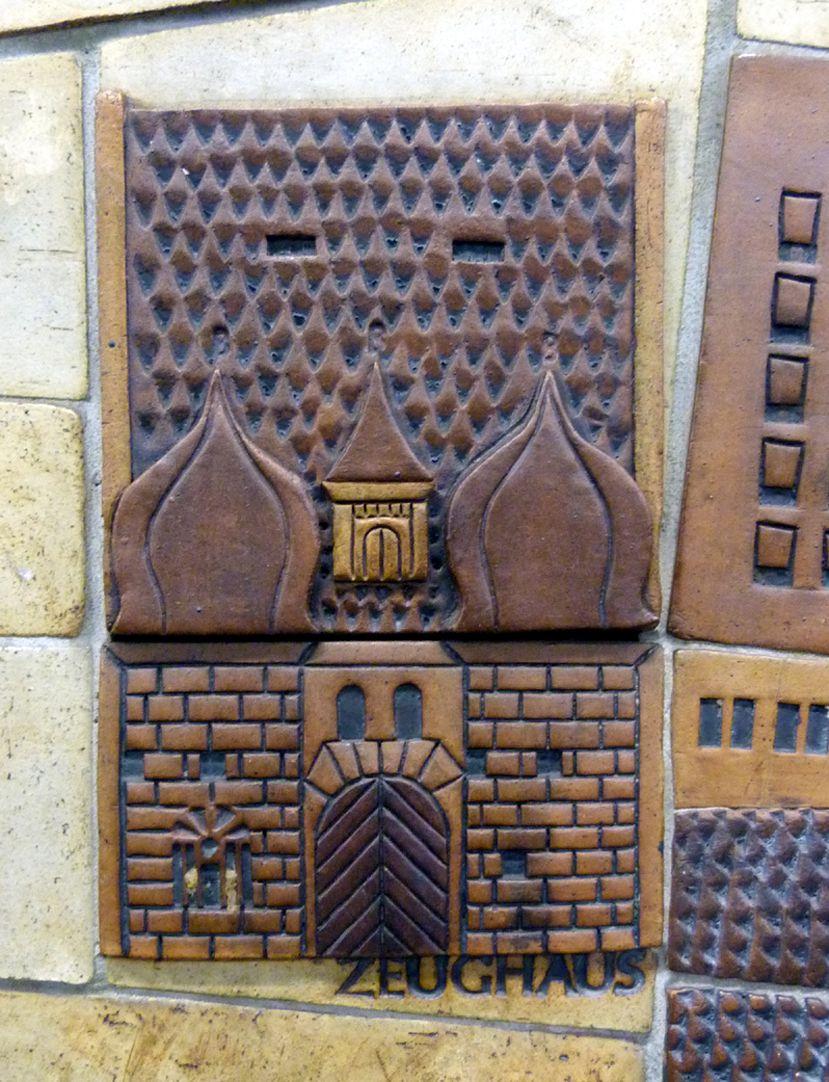 Keramikrelief der Nürnberger Altstadt Detail, Zeughaus Kopfbau (Polizei)