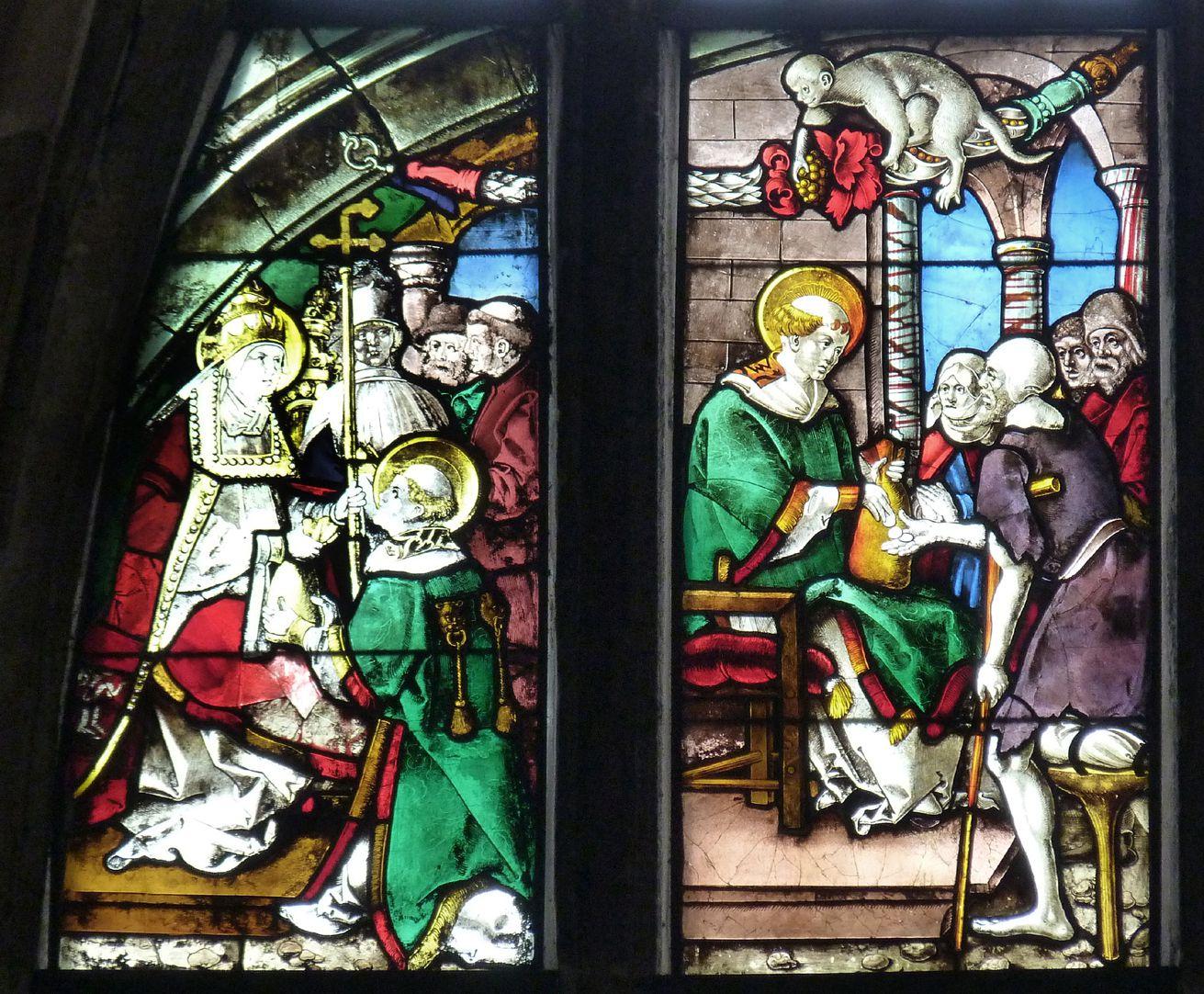 Schmidmayer-Fenster Obere Reihe, erstes und zweites Feld: links Papst Sixtus übergibt seinem Diakon Lorenz den Kirchenschatz; rechts Lorenz verteilt das Geld an die Armen Roms.