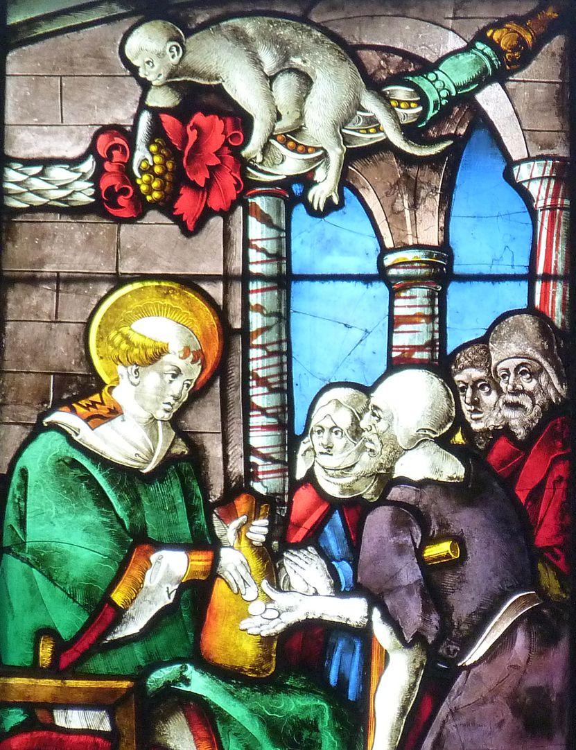 Schmidmayer-Fenster Detail Lorenz und Arme, auf der Girlande sitzt ein Affenmensch
