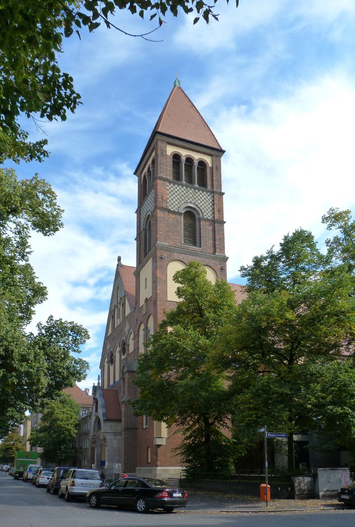 St. Anton Giebelseite und Turm