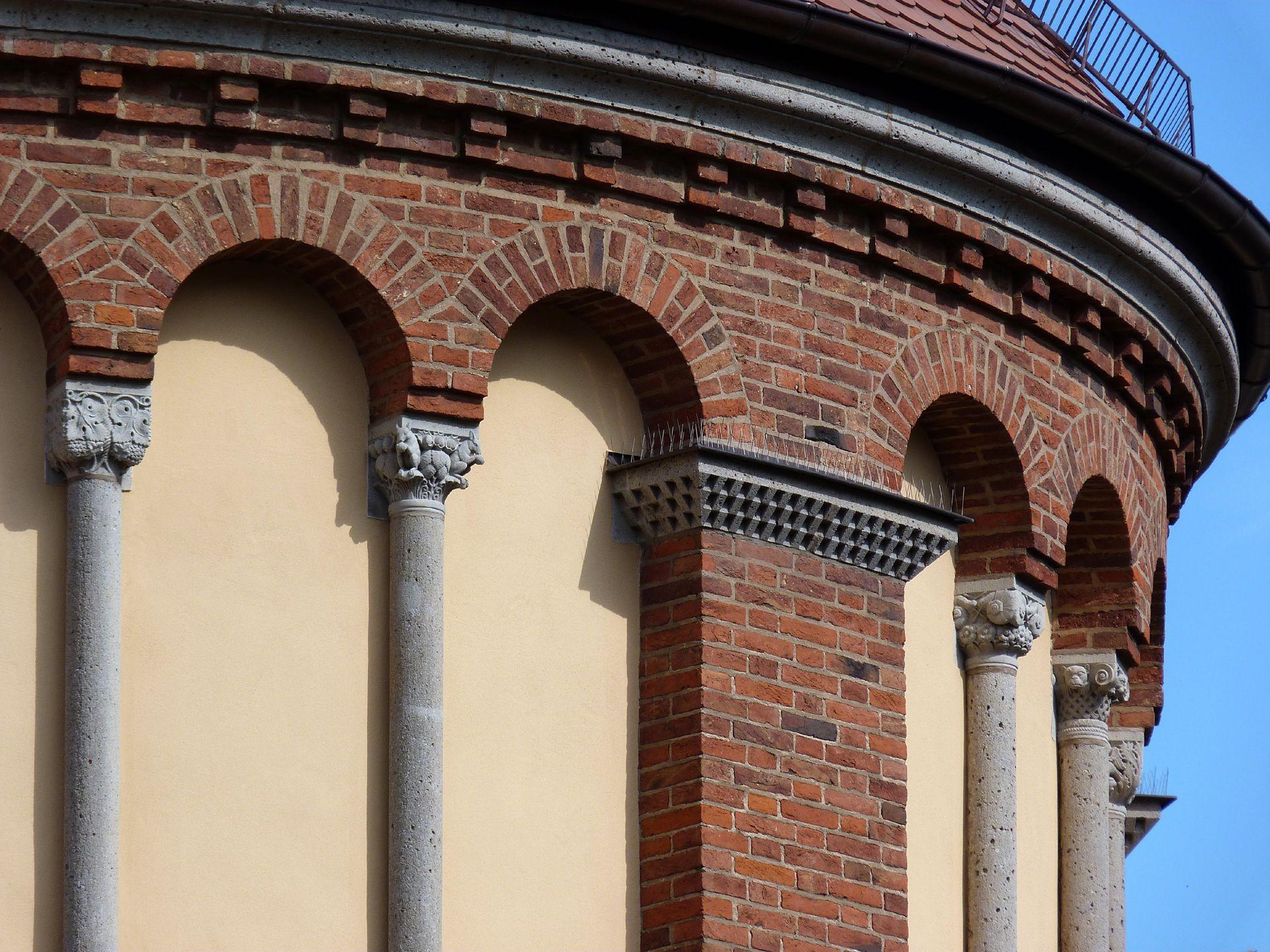 St. Anton Apsis, Blendarkaden