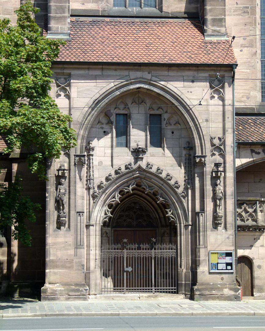 St. Peter Seitenansicht mit Südportal