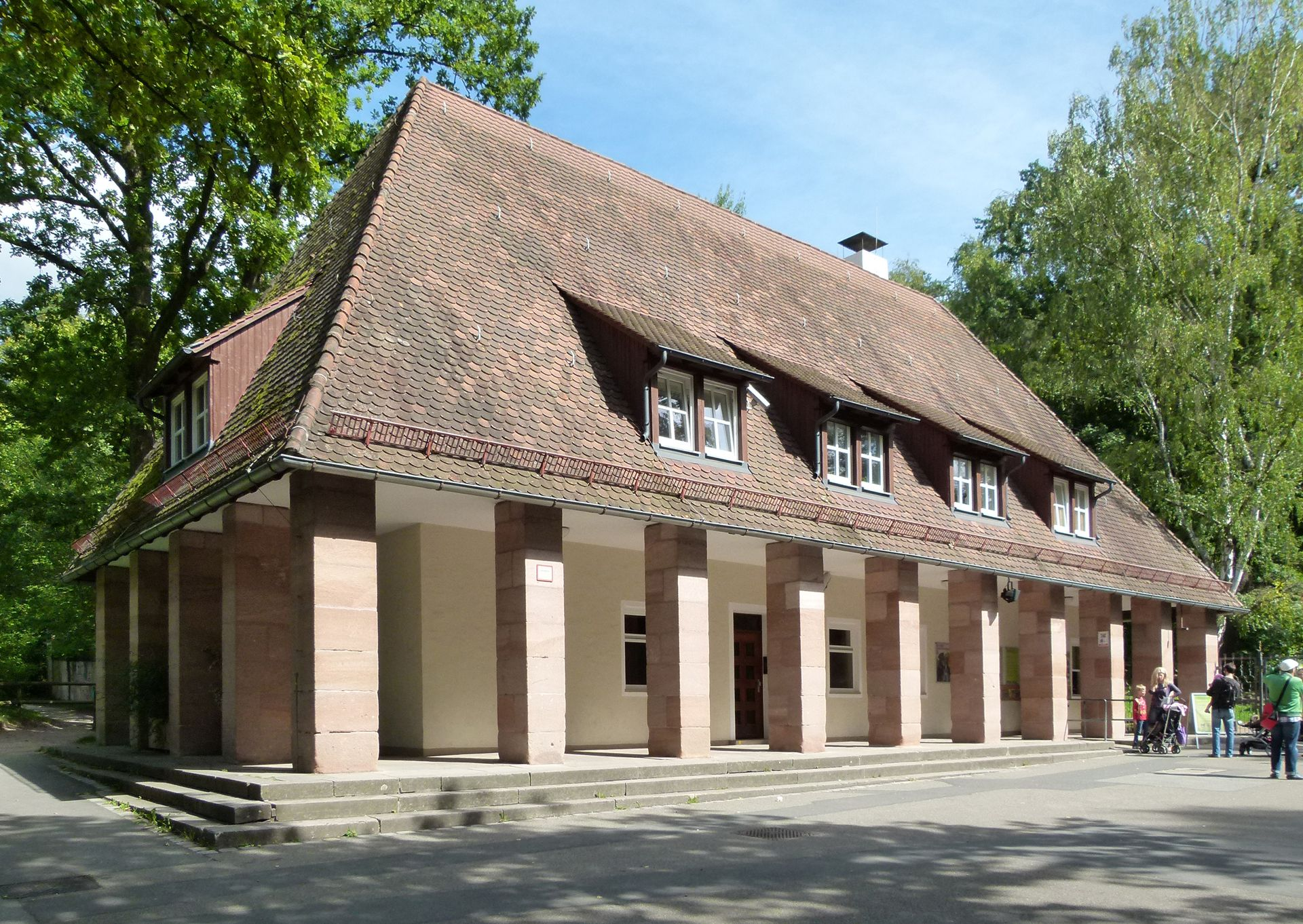 Tiergarten, Verwaltungsgebäude am Haupteingang Schrägansicht