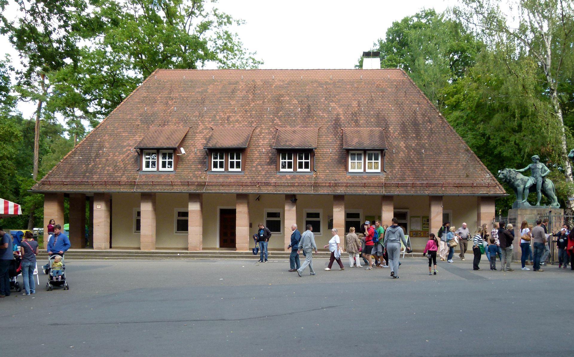 Tiergarten, Verwaltungsgebäude am Haupteingang Frontalansicht