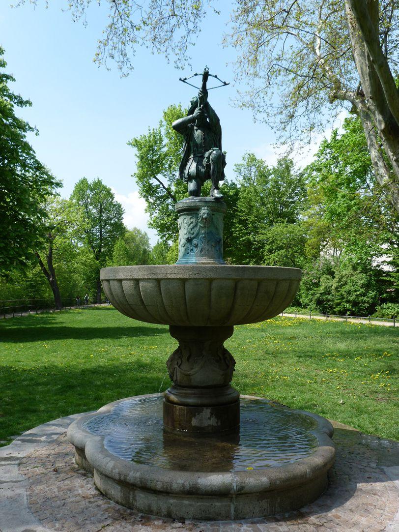 Schnepperschützenbrunnen Frontalansicht von Osten