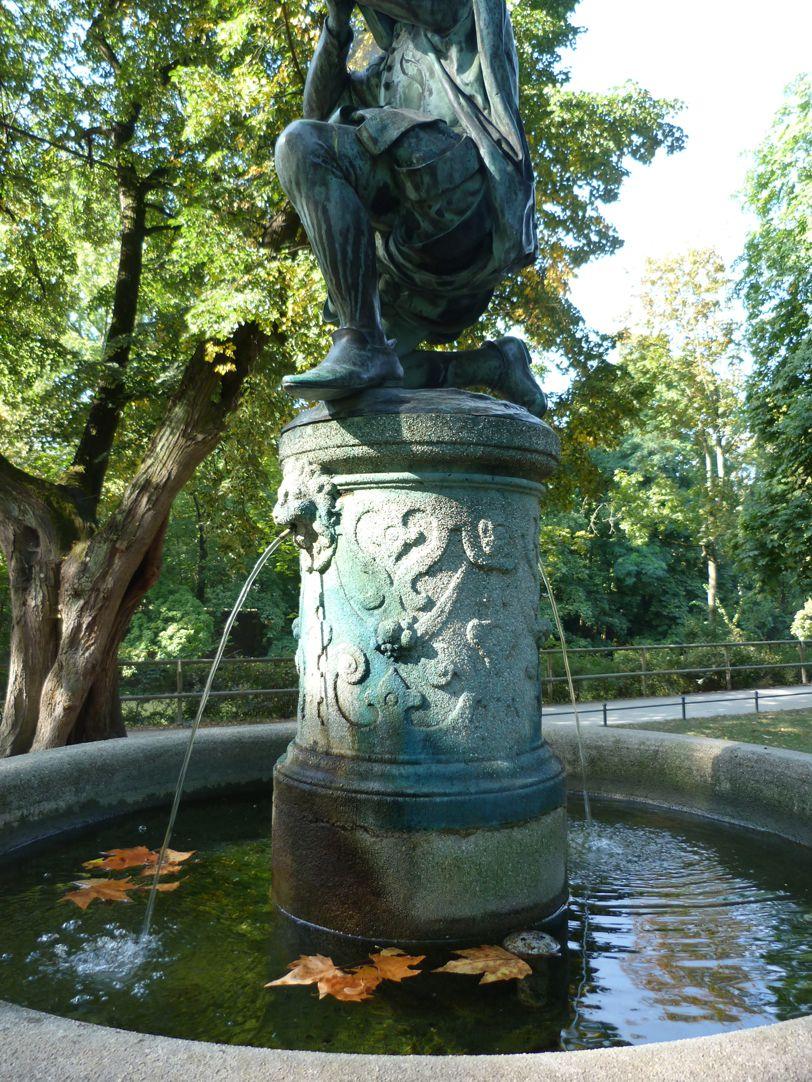 Schnepperschützenbrunnen Brunnenpfeiler und Schale