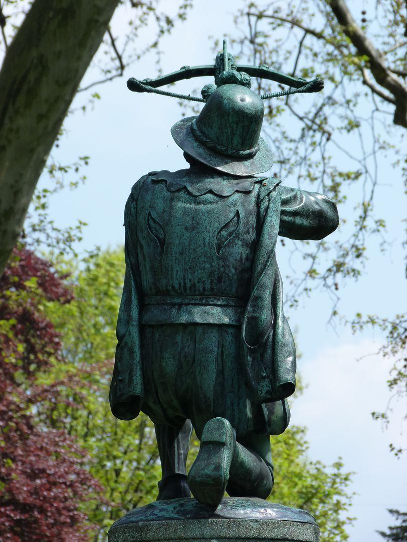 Schnepperschützenbrunnen Rückansicht Figur