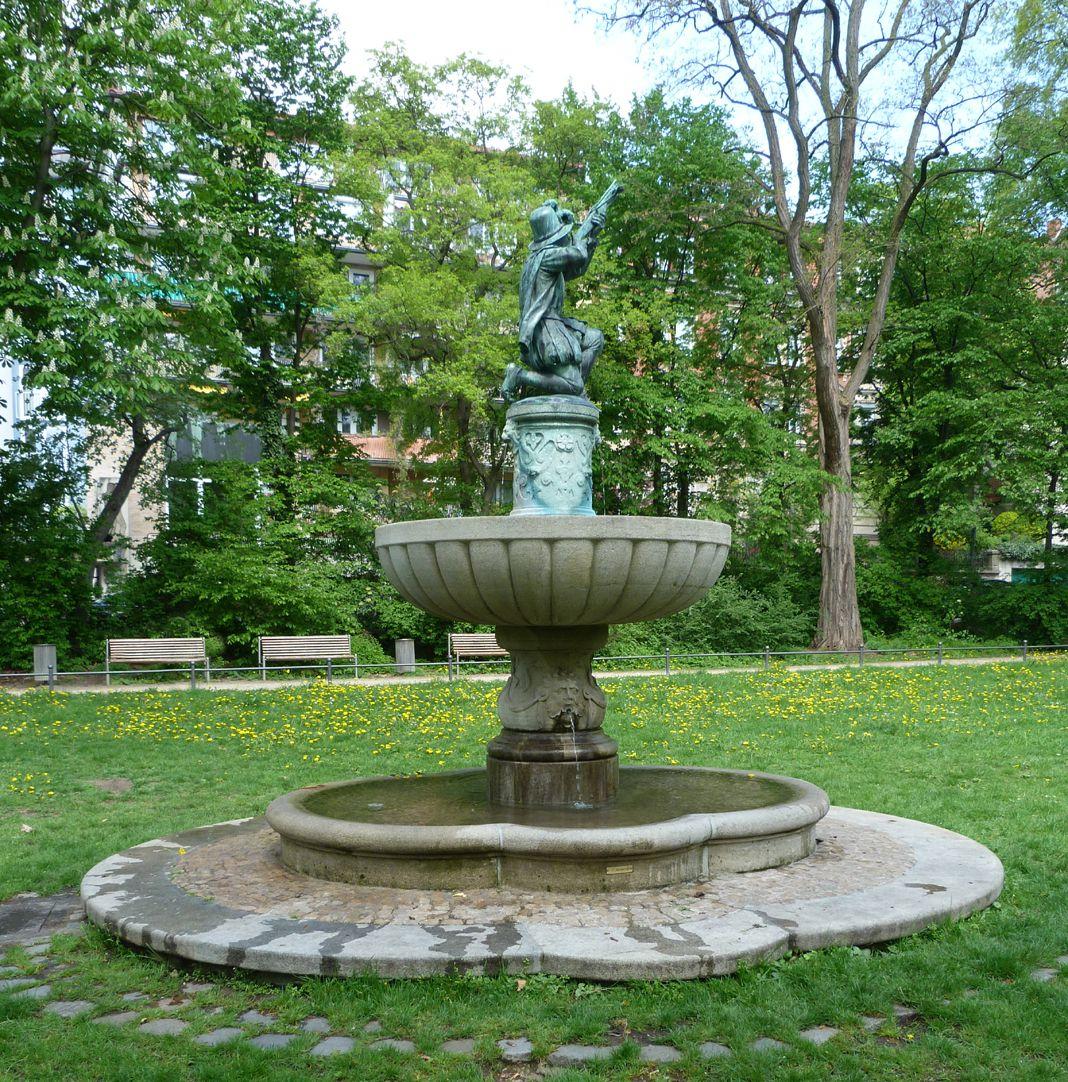 Schnepperschützenbrunnen Schrägansicht Südwest