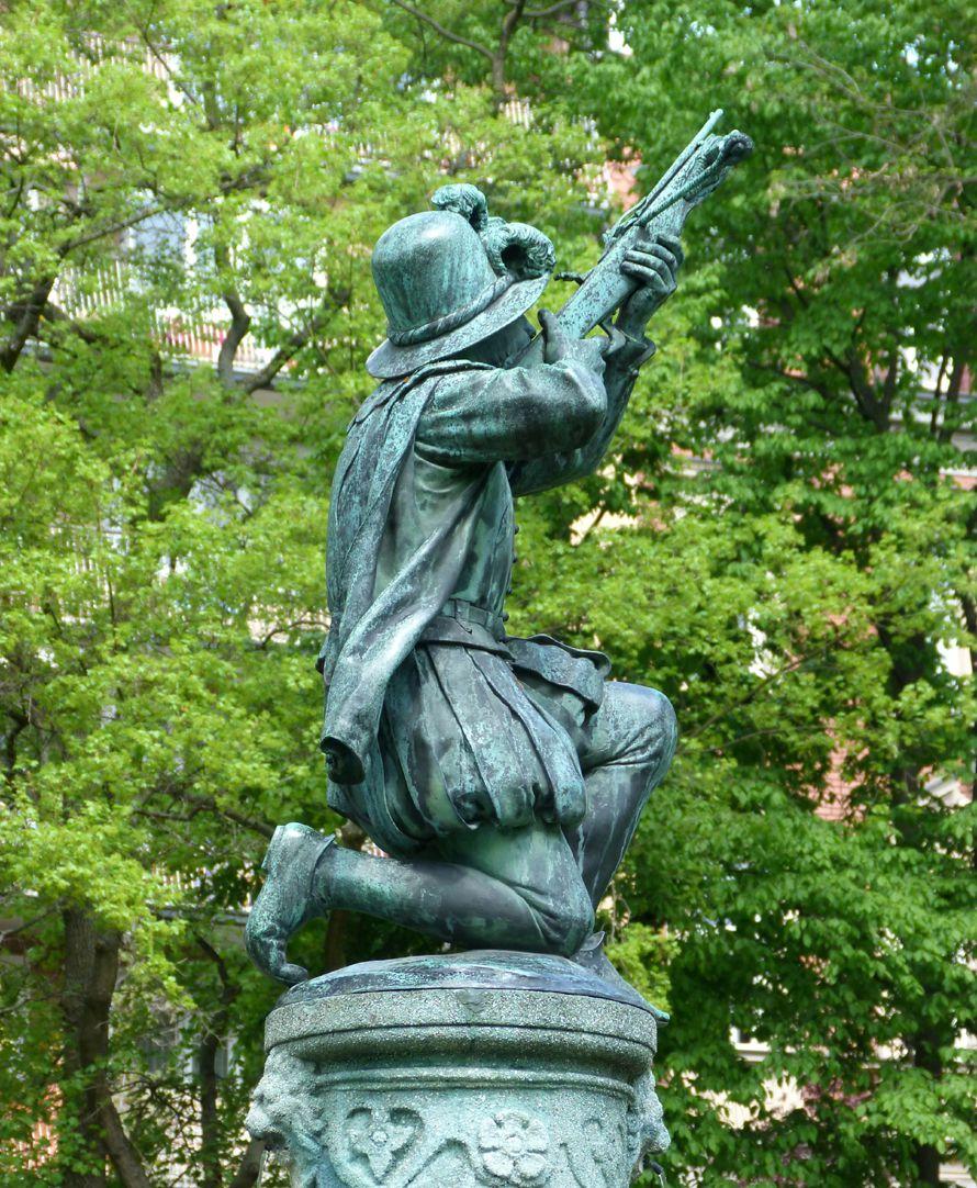 Schnepperschützenbrunnen Figur von Südwest