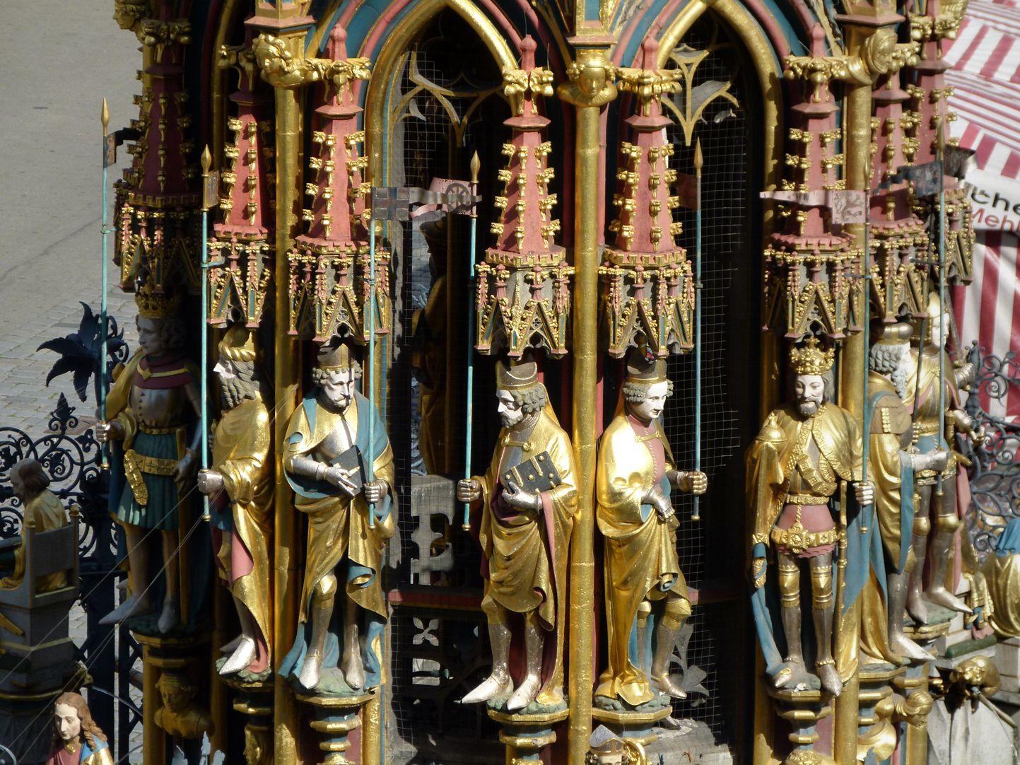 Schöner Brunnen Hauptgeschoss mit den Neun Guten Helden und den Sieben Kurfürsten