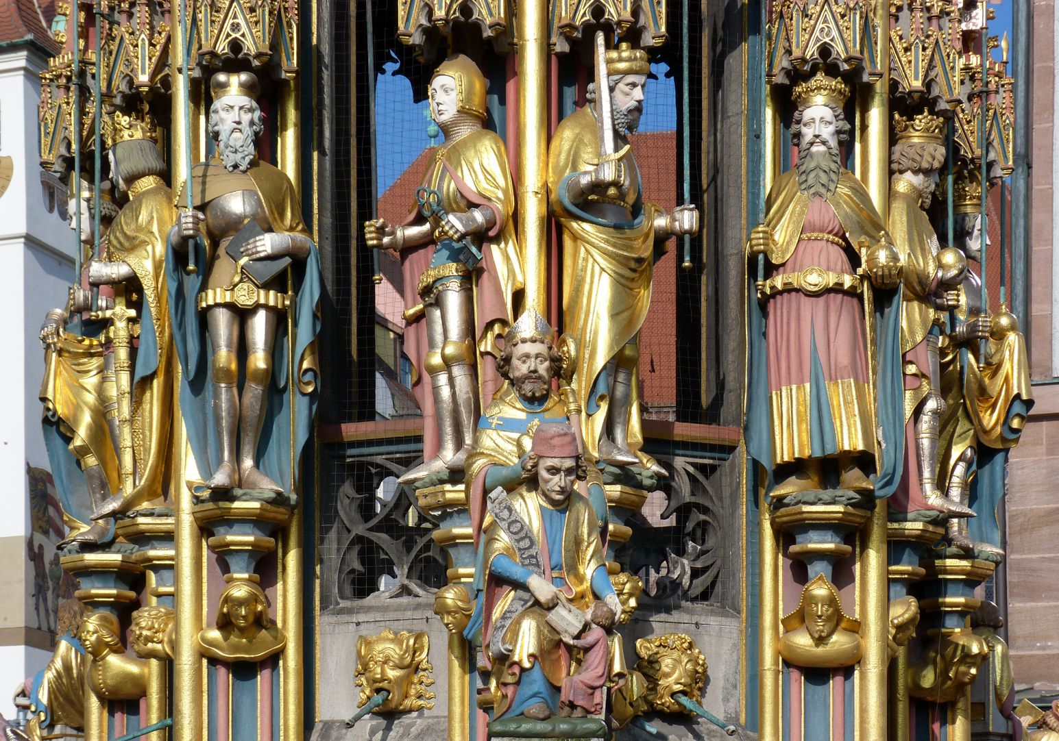 Schöner Brunnen Hauptgeschoss von l. nach r: König von Böhmen, Pfalzgraf bei Rhein, Markgraf von Brandenburg, Herzog von Sachsen, Karl der Große und König Artus