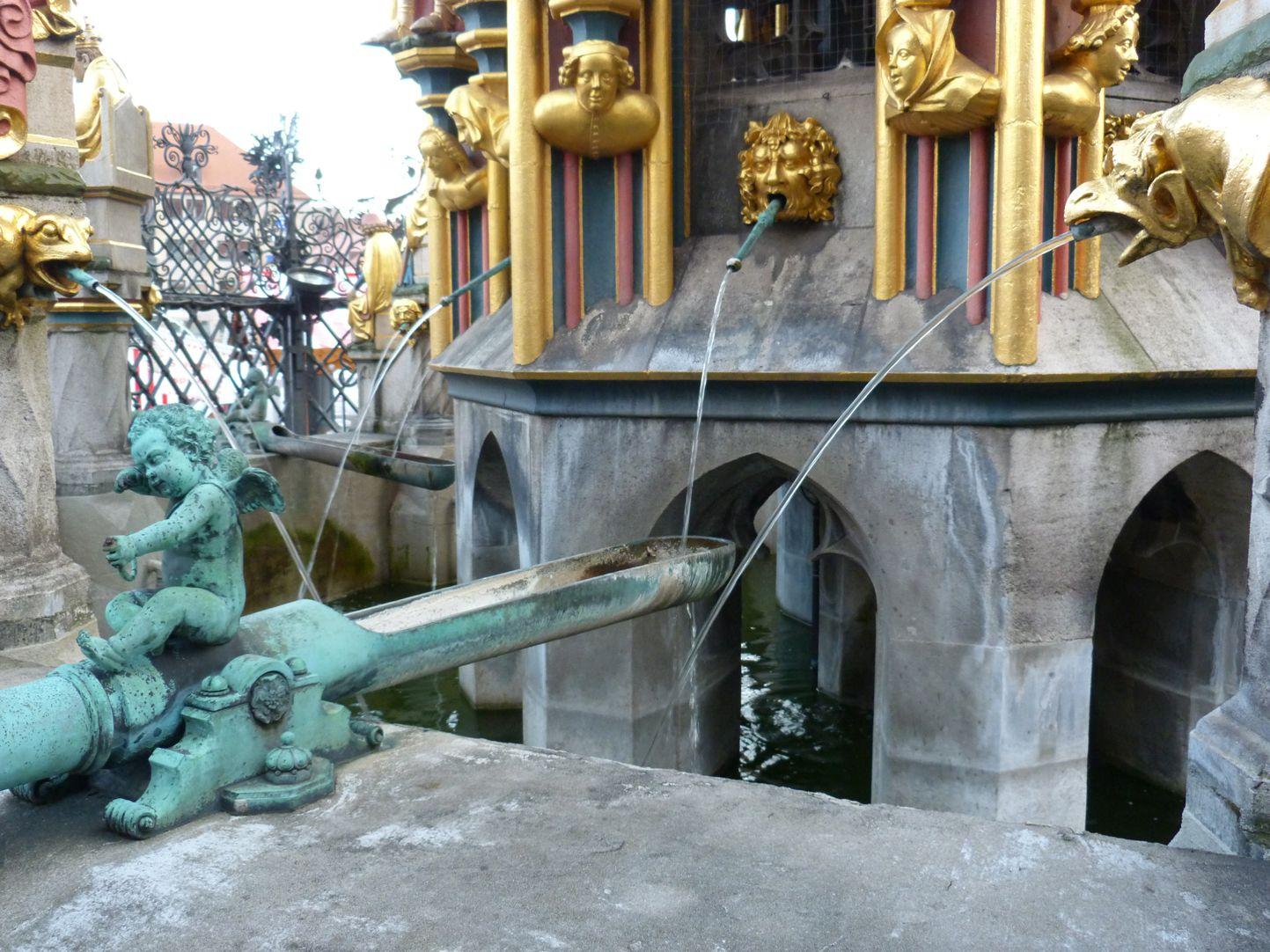 Schöner Brunnen Beckenrandrohr mit Renaissance Putto