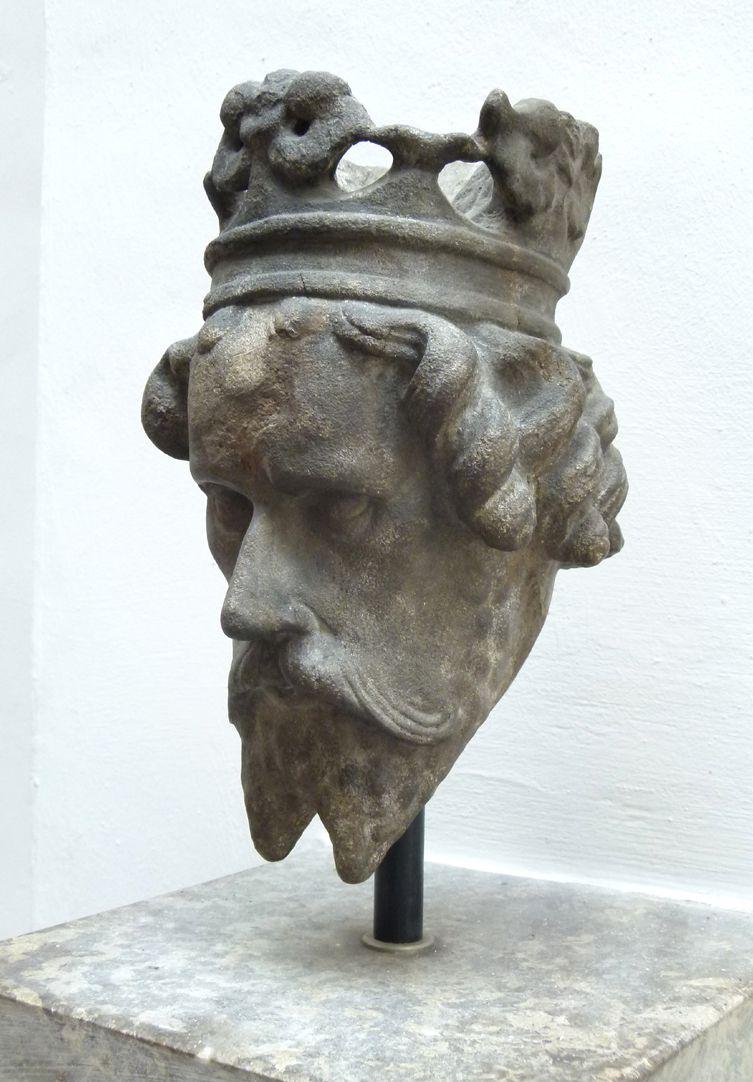 Schöner Brunnen König Artus, seitliche Ansicht