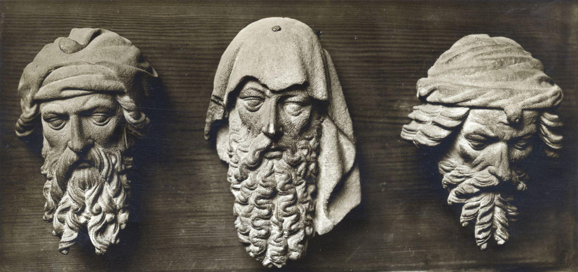 Schöner Brunnen Berlin Bode-Museum, Drei Prophetenköpfe, Foto der 1920er Jahre, Deutscher Kunstverlag