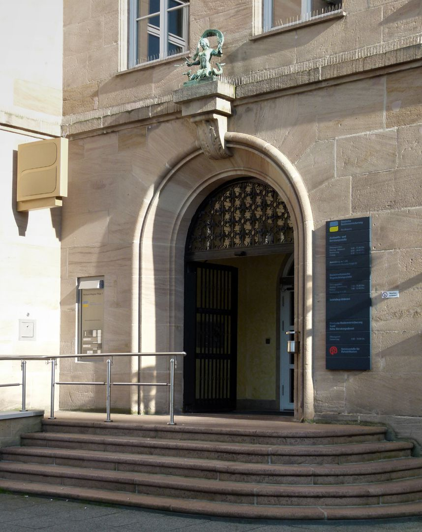 Sigmund Schuckert-Haus Hauptportal