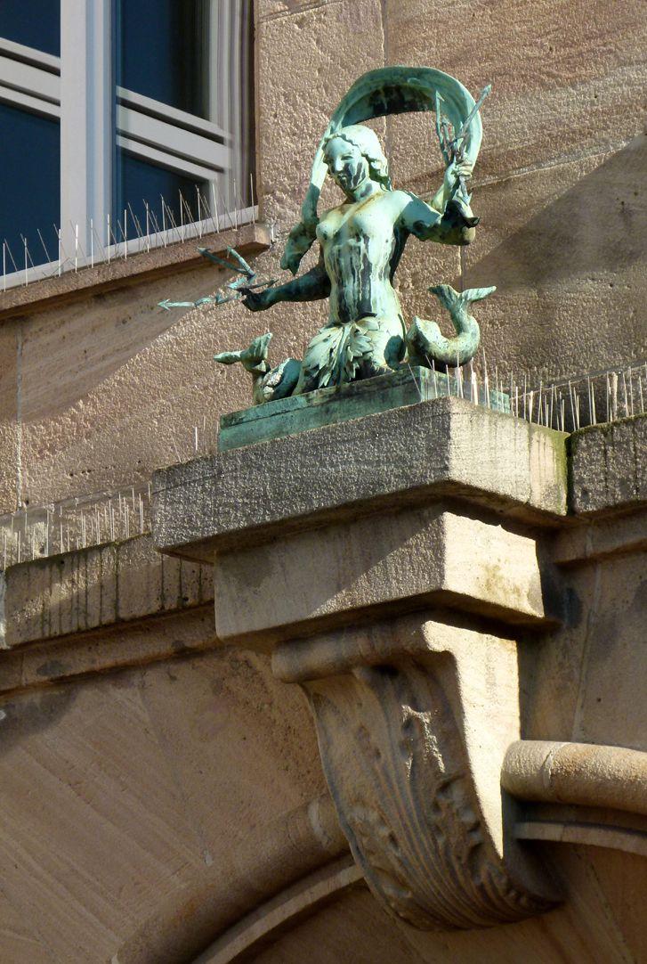 Sigmund Schuckert-Haus Hauptportal, Keilstein, Meeresweib, Bildhauer unbekannt
